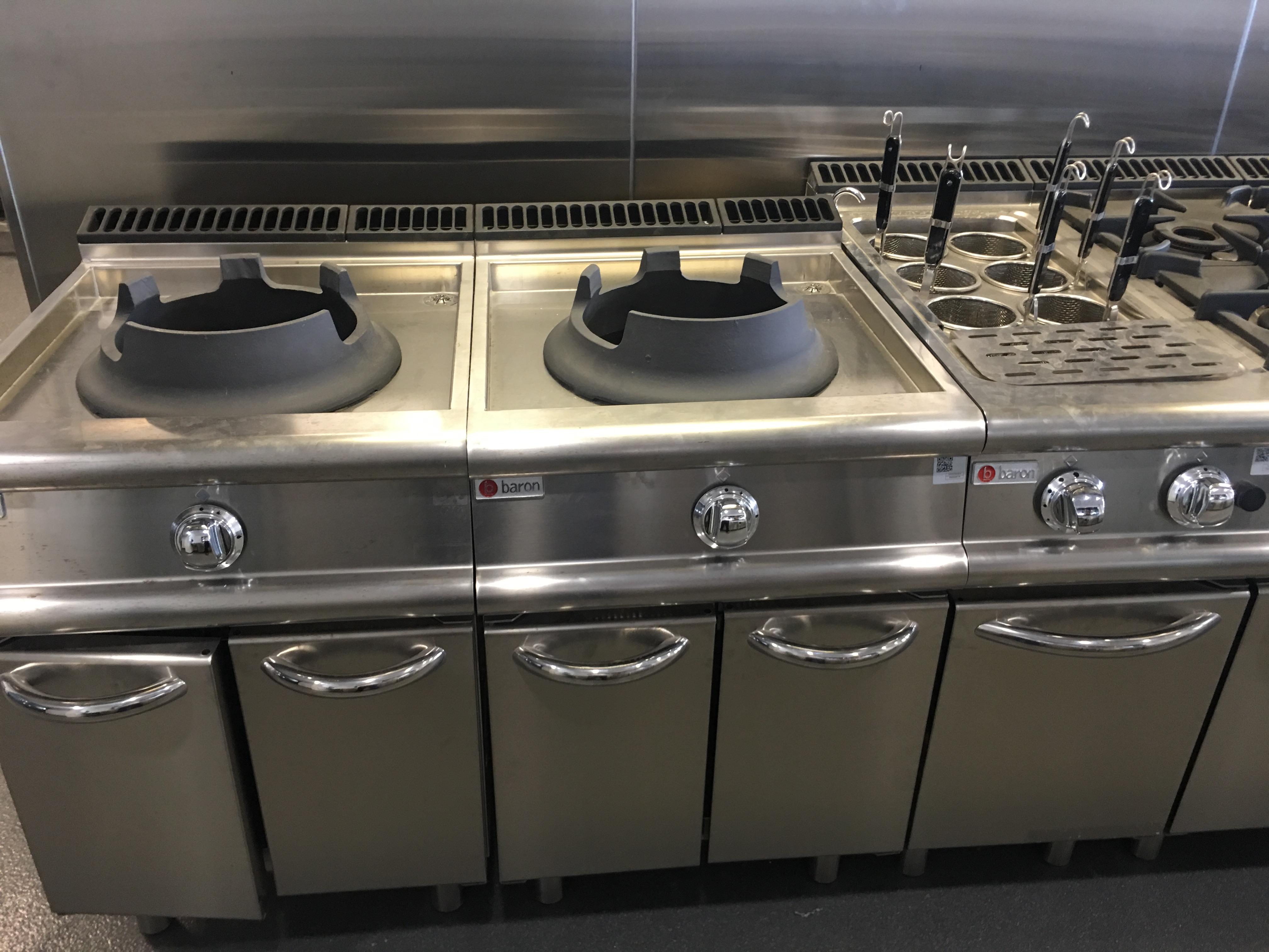 Cucine Low Cost Brescia fusion cooking. do you know everything about wok?